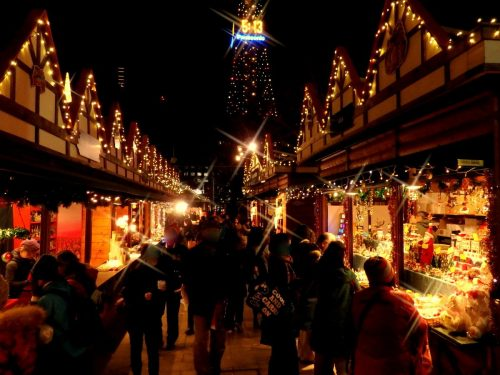 大通公園のミュンヘン・クリスマス市に本物のサンタが出没中!